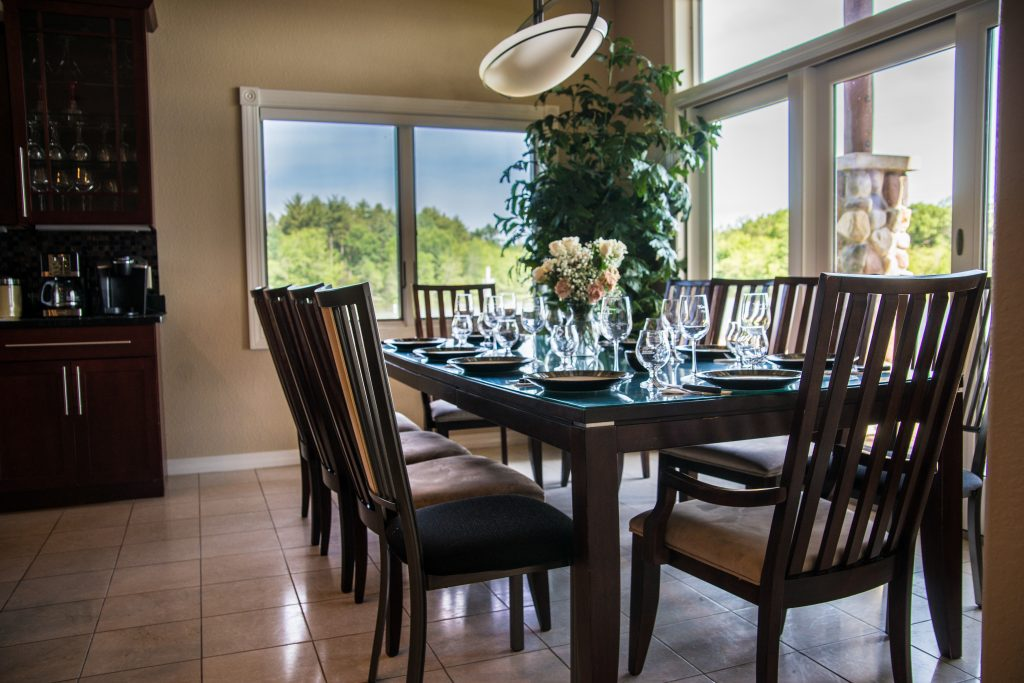 Dinner table Experience StaySpa Castle Rock Lake
